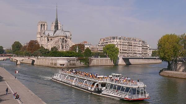 Ile_de_la_Cite_from_Pont_de_la_Tournelle.jpg