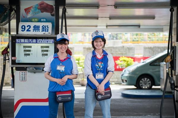 04-在加油站上班的我們真的好幸福(攝於中油茄苳加油站)-600.jpg