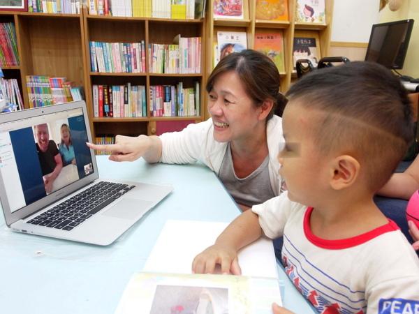 社工陪伴大孩子與收養父母視訊-600.jpg