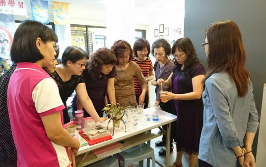 饒老師指導學生透過花草園藝展現生命美麗樣貌-600.jpg