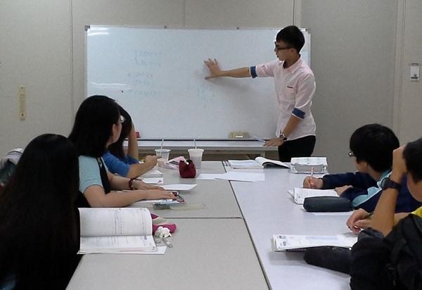 600-良衛老師為弱勢學生課輔.jpg