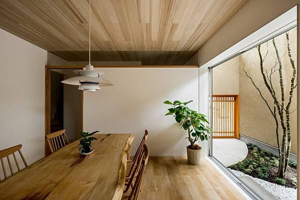 kyomachi-house-hearth-architects-shiga-japan-residence_dezeen_2364_col_11-1704x1136.jpg
