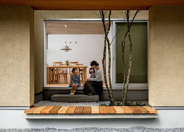 kyomachi-house-hearth-architects-shiga-japan-residence_dezeen_hero-852x609.jpg