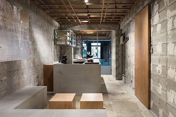 voice-of-coffee-yusuke-seki-interiors-cafes-concrete-japan_dezeen_2364_col_2-1704x1136.jpg