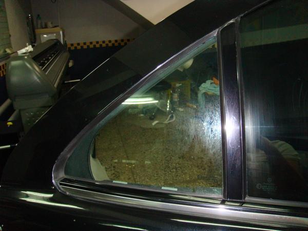 賓士車的三角窗