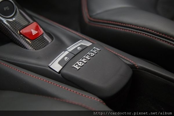 美規外匯車 法拉利Ferrari 488 GTB V8 詳細介紹,美規外匯車 法拉利Ferrari 488 GTB V8開箱分享,美規外匯車 法拉利Ferrari 488 GTB V8評價分享。買賣外匯車推薦建議LA桃園車庫,買賣中古車估價推薦建議請找LA桃園車庫。