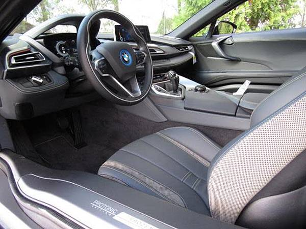 美規外匯車 BMW i8 Coupe 詳細介紹,美規外匯車 BMW i8 Coupe開箱分享,美規外匯車 BMW i8 Coupe評價分享。買賣外匯車推薦建議LA桃園車庫,買賣中古車估價推薦建議請找LA桃園車庫。