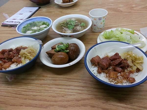 台中東海- 向宏滷肉飯
