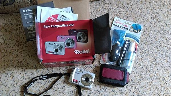 Rollei 相機 NT$300 (無充電器 附電池 清潔組)