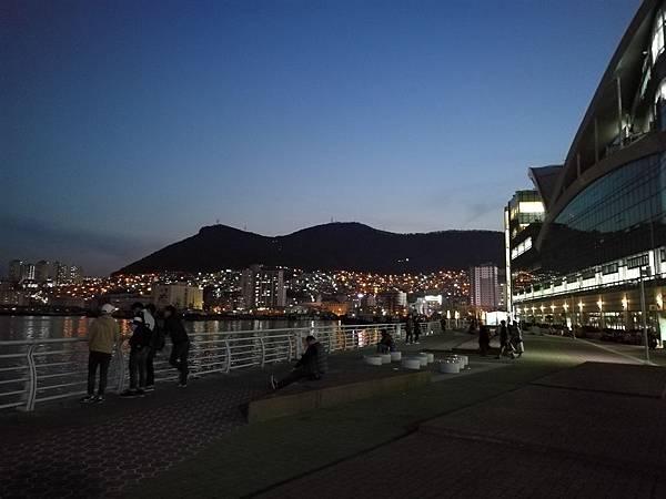 札嘎其大樓後方港口夜景1