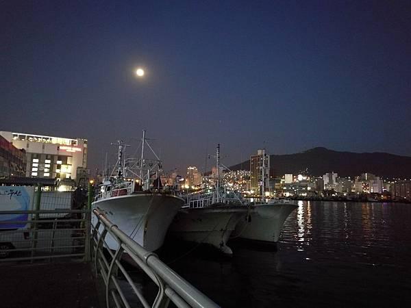 札嘎其大樓後方港口夜景3