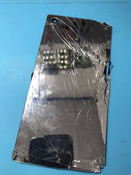 SONY Z5P背蓋破了.jpg