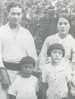 中年時期家庭合影