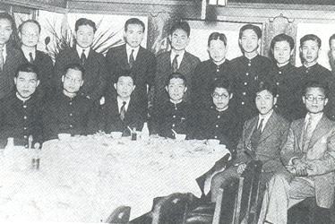 台灣旅日菁英餐會合影,後排左三