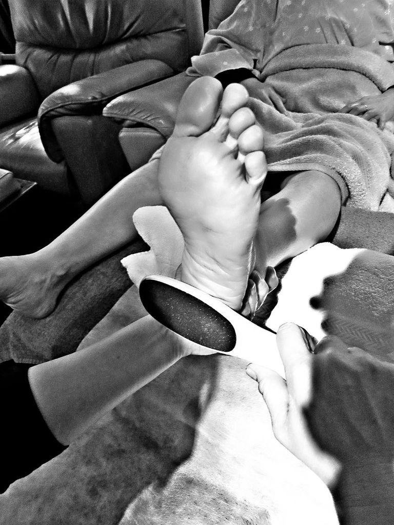"""台北SPA推薦心靈漫步 """"夏日美足""""  【90分鐘】療程內容包括:足浴、消毒、軟化硬皮、修甲、足挫、足底保養。"""