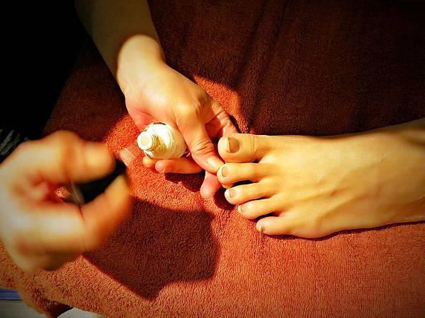 柏汀妮蔻優雅的環境,著名的商品使用,(忠孝復興站3號出口),夏日美足上色選的是法式指甲。