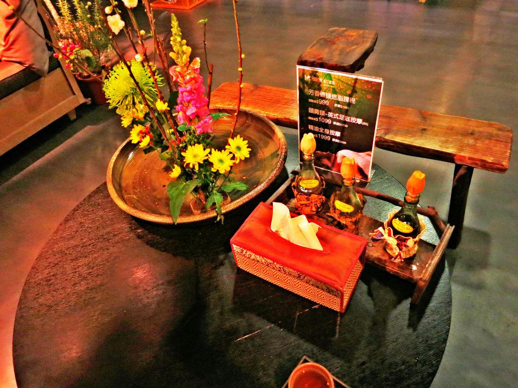 台北SPA推薦心靈漫步桌上放置老板娘精心插花別有一番風味讓人心情舒適