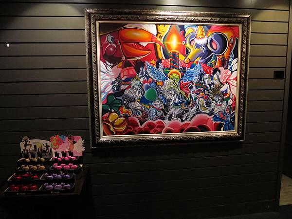 柏汀妮蔻SPA會館,會場室內這彩畫顏色非常大膽打聽下得知是老板出自兒子作品