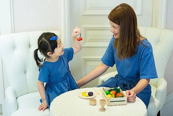 亼 (ㄐㄧˊ) 仁的玩具經CE國際認證檢驗,孩子手摸了玩具,如果不小心碰觸到嘴,家長也可安心嚐健康食材-水果(大).jpg