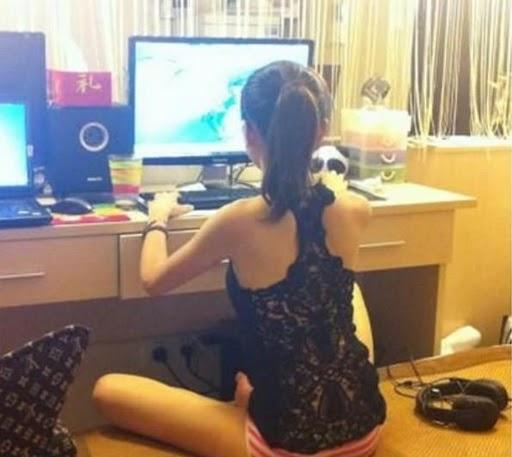 美女在家玩魔獸14