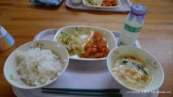 日本小孩進餐.jpg