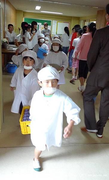 日本小孩進餐 (4).jpg