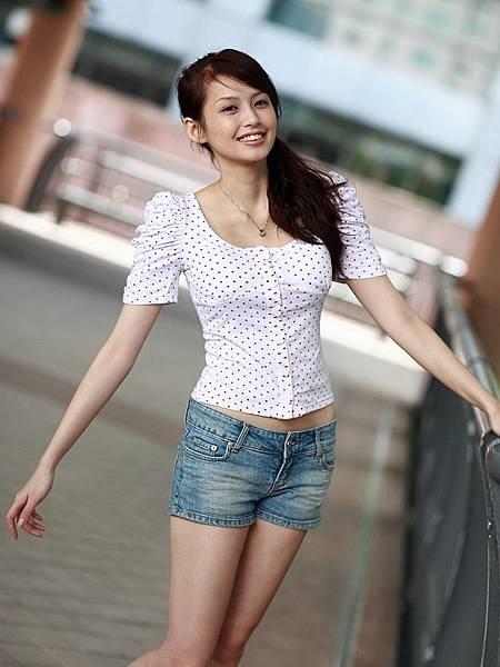 袁艾菲077