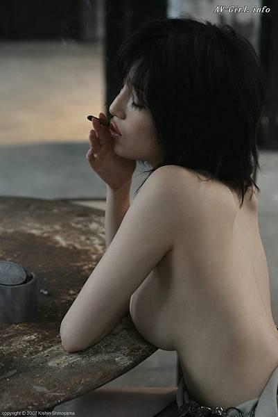 Kishin Shinoyama 森下悠里037-2