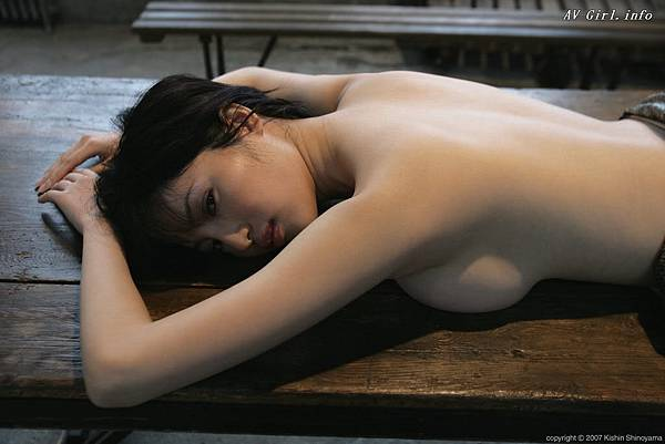 Kishin Shinoyama 森下悠里042-2