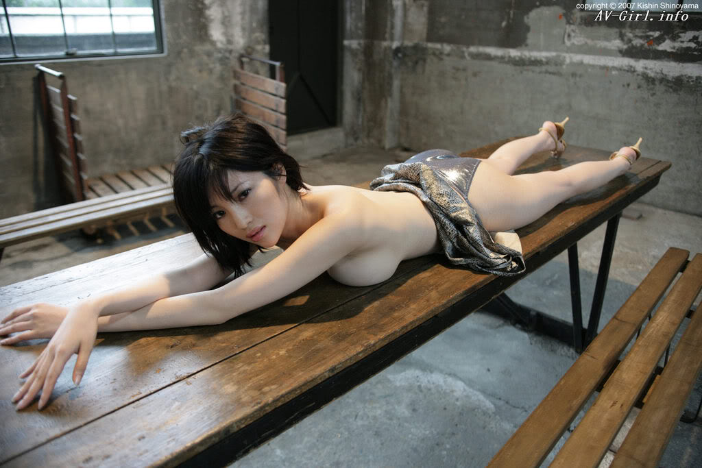 Kishin Shinoyama 森下悠里045-2