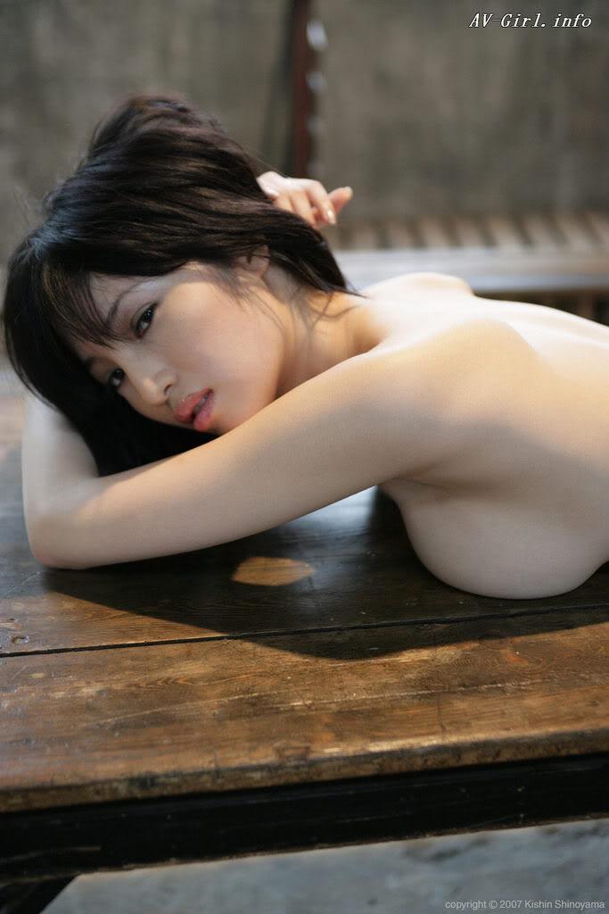Kishin Shinoyama 森下悠里048-2
