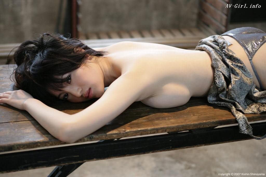 Kishin Shinoyama 森下悠里051-1