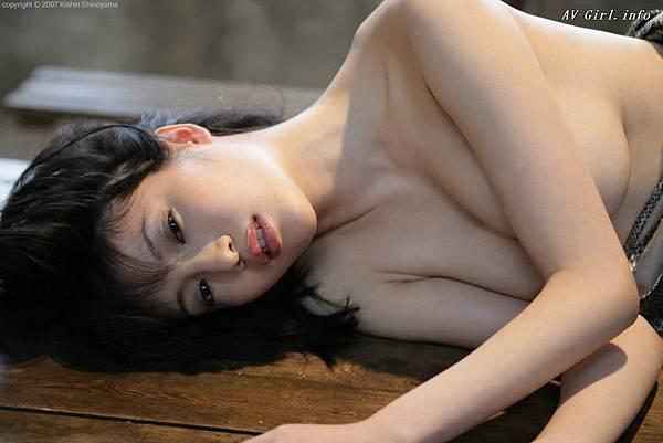 Kishin Shinoyama 森下悠里052-1