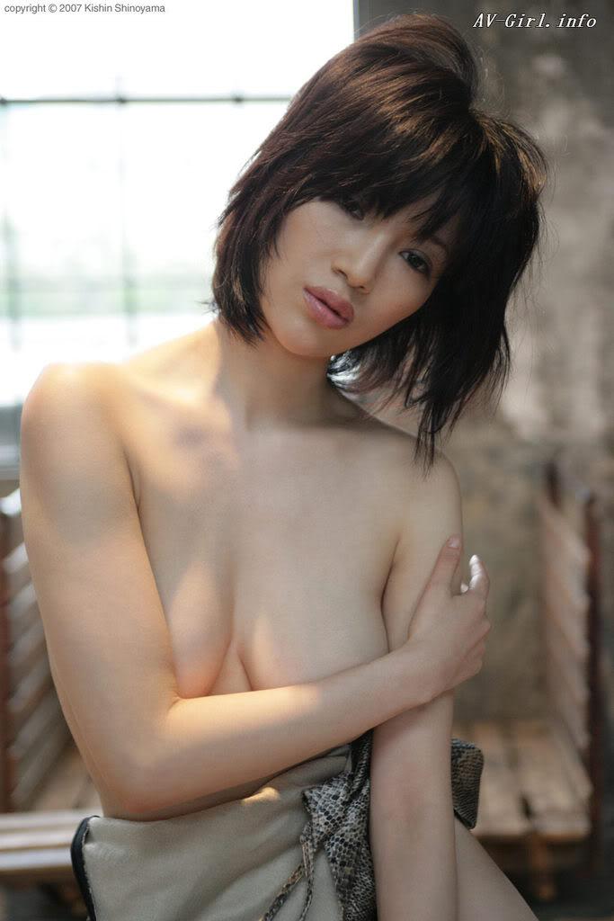 Kishin Shinoyama 森下悠里055-2