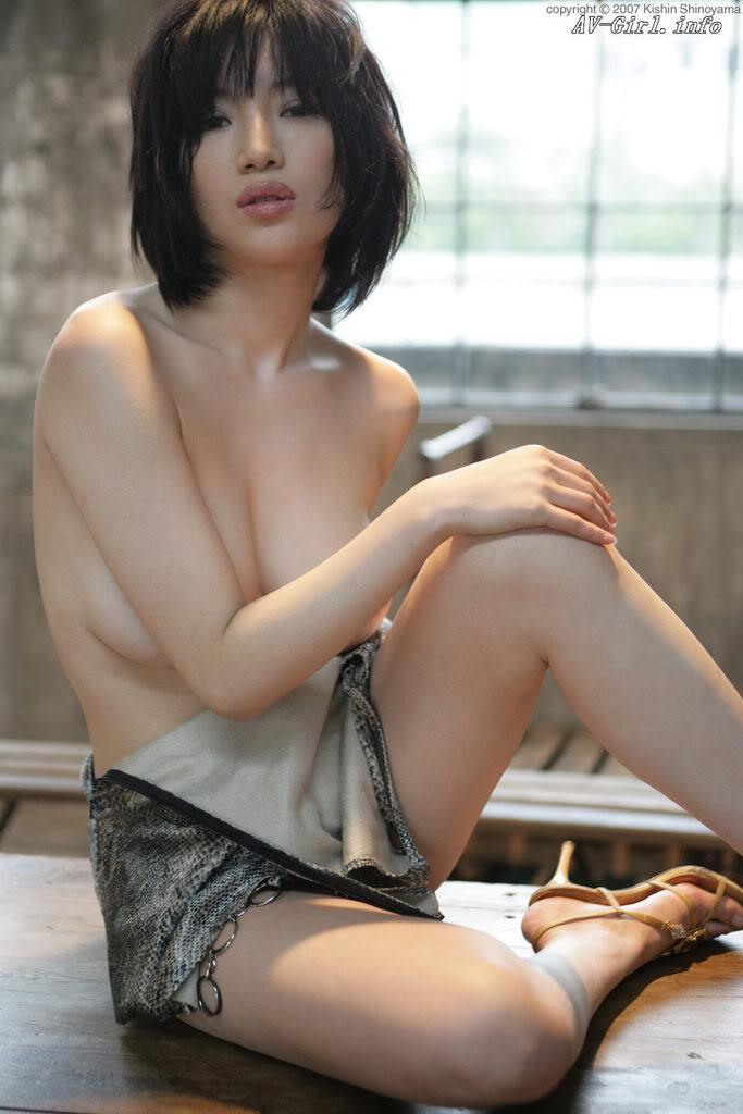 Kishin Shinoyama 森下悠里056-2