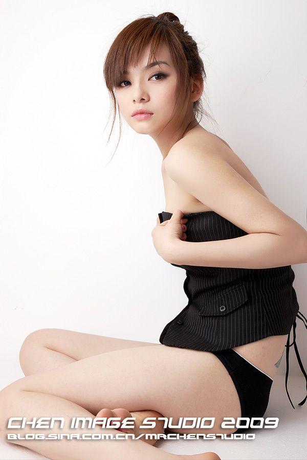 王若伊-003