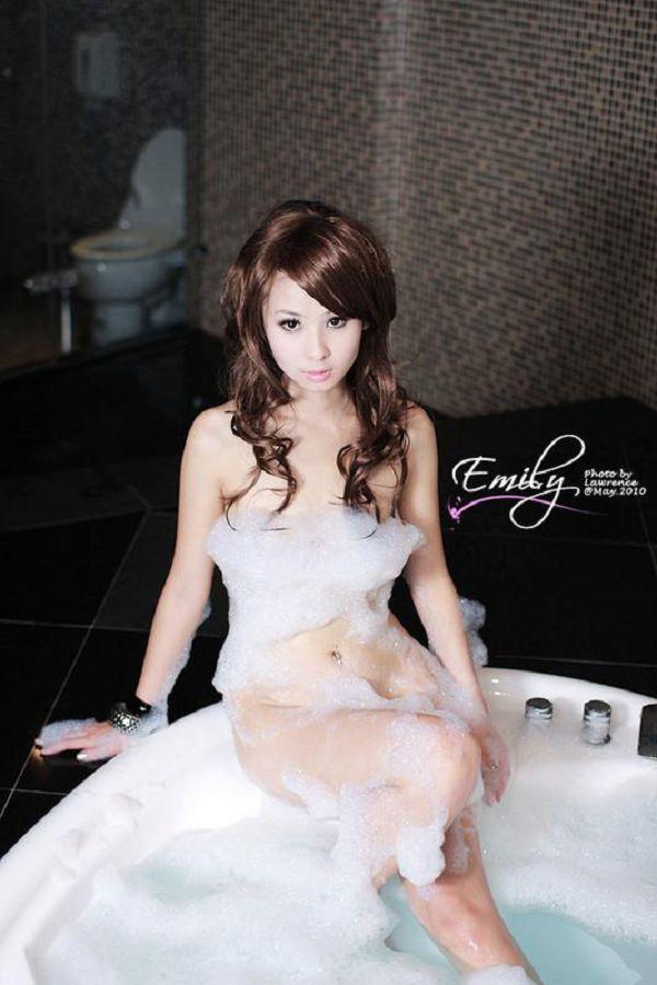 Emily(045)