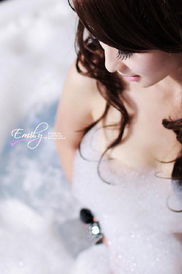 Emily(052)
