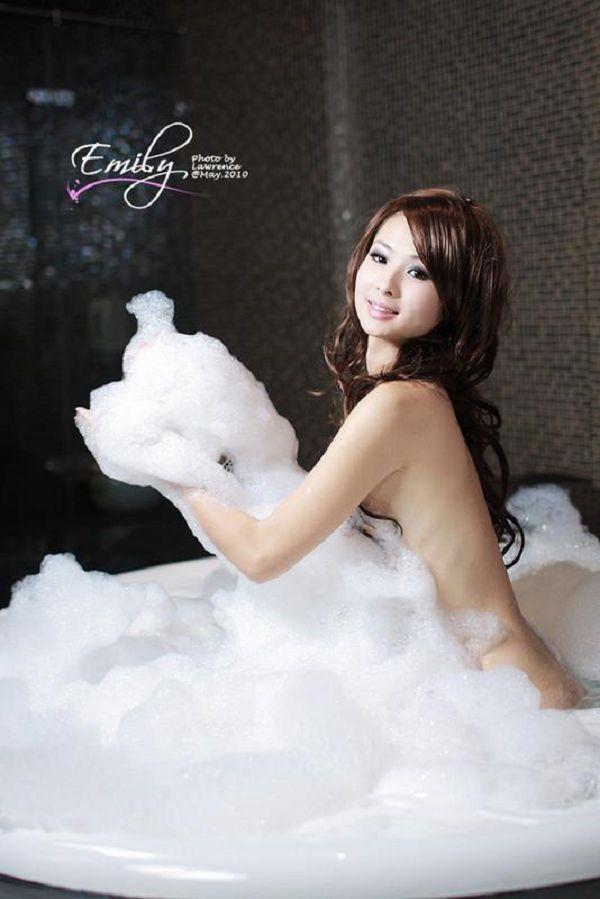 Emily(054)