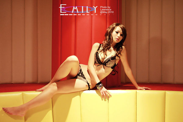 Emily(082)