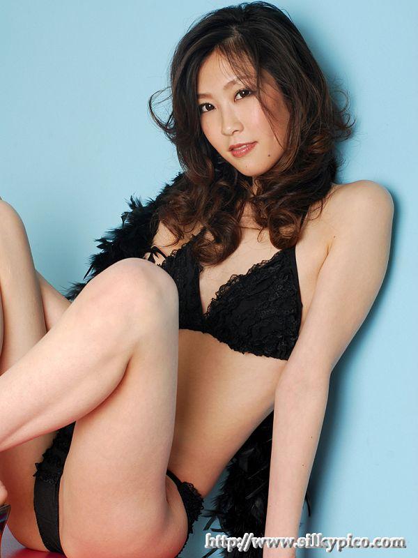 Kotone Amamiya 雨宮琴音 -034