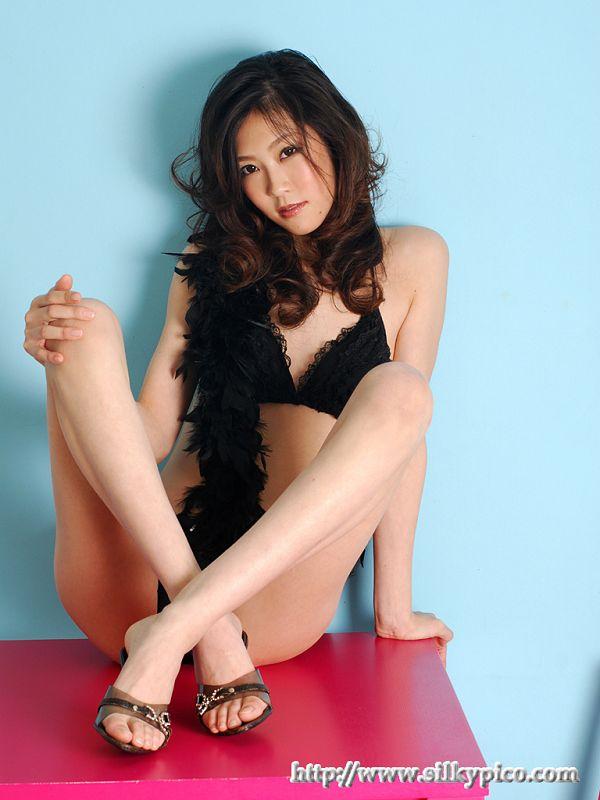 Kotone Amamiya 雨宮琴音 -042