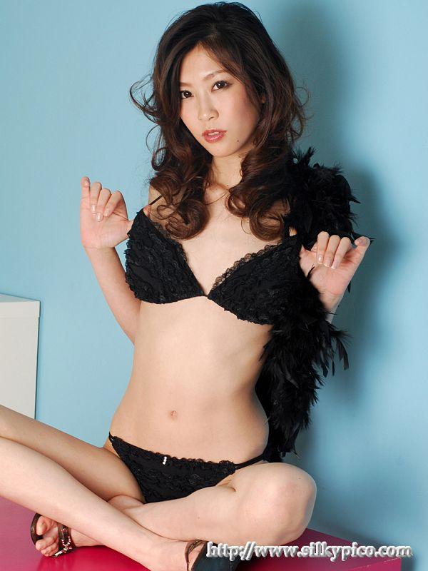 Kotone Amamiya 雨宮琴音 -044