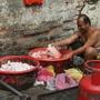 中國城一角落...好可怕的洗雞過程