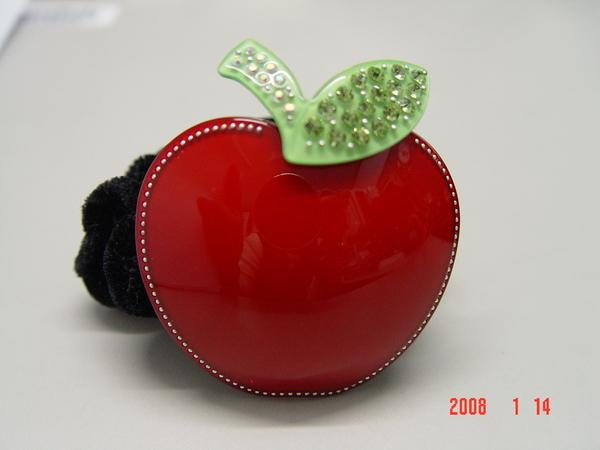 綁頭髮的紅蘋果髮飾