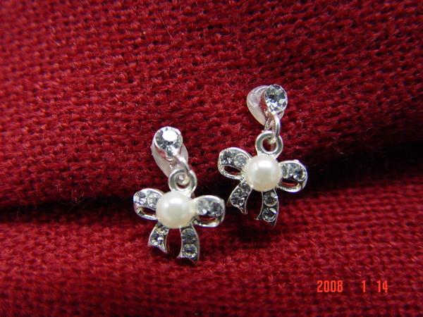 蝴蝶結小耳環