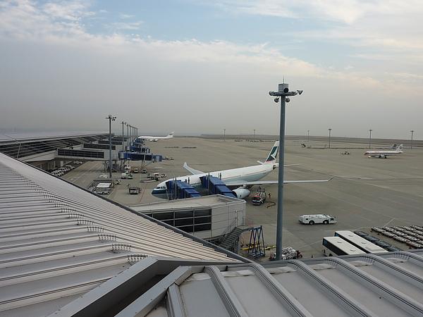 左邊是國際航線,準備中的是我即將要搭的班機