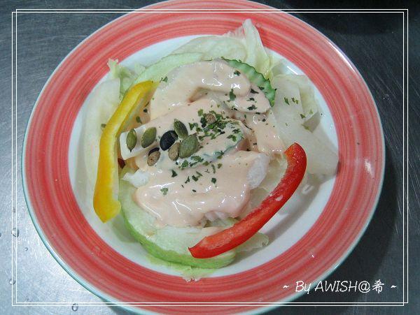 """[大禾] 老闆娘特地讓我拍的餐點:這是NT40元的""""養生沙拉"""","""
