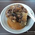 [修圓素食] 這是NT30元的米糕,甜鹹醬料、配上QQ的糯米,蠻好吃的~~