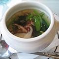 "[skylark] 素食的湯就只有一種""鮮菇蔬菜湯""....我跟男友都是喝這個...."